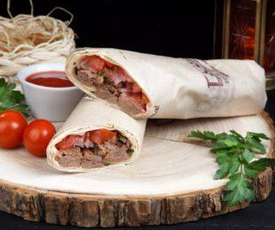 Люля-кебаб со свининой в лаваше
